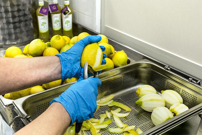 mangano produzione Limoncello di Siracusa Sicilia limoncello di siracusa sicilia IGP Azienda Mangano